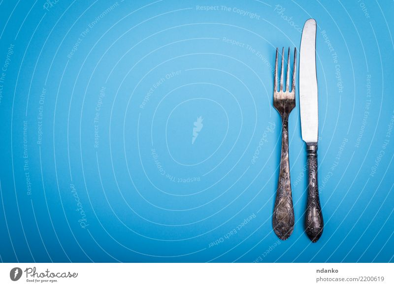 Vintage Eisen Gabel und Messer Besteck Tisch Küche Metall alt Essen retro Sauberkeit blau Hintergrund Lebensmittel altehrwürdig Silberwaren speisend Mahlzeit