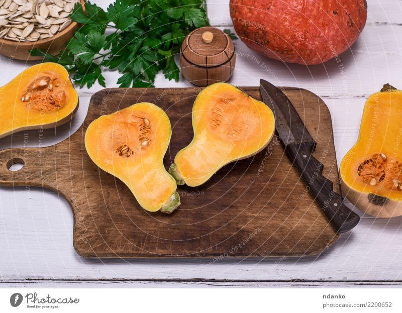 frischer Kürbis halbiert Natur grün weiß Essen gelb Herbst natürlich Holz Ernährung Dekoration & Verzierung Tisch Gemüse Jahreszeiten Ernte Bioprodukte