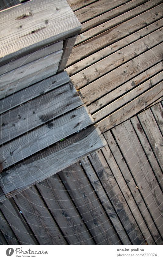 kreuz und quer Holz Treppe Design Bank Steg Holzbrett Maserung Perspektive Holzleiste Möbel
