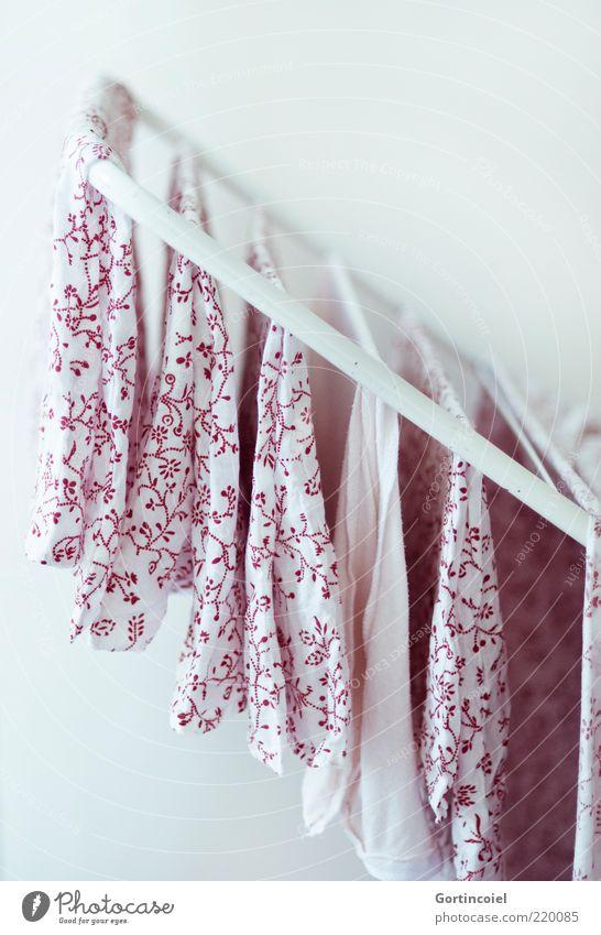 Wash and Go weiß rot frisch Sauberkeit Stoff hängen Wäsche trocknen Bettwäsche Wäscheleine Seil Stoffmuster gewaschen Wäscheständer