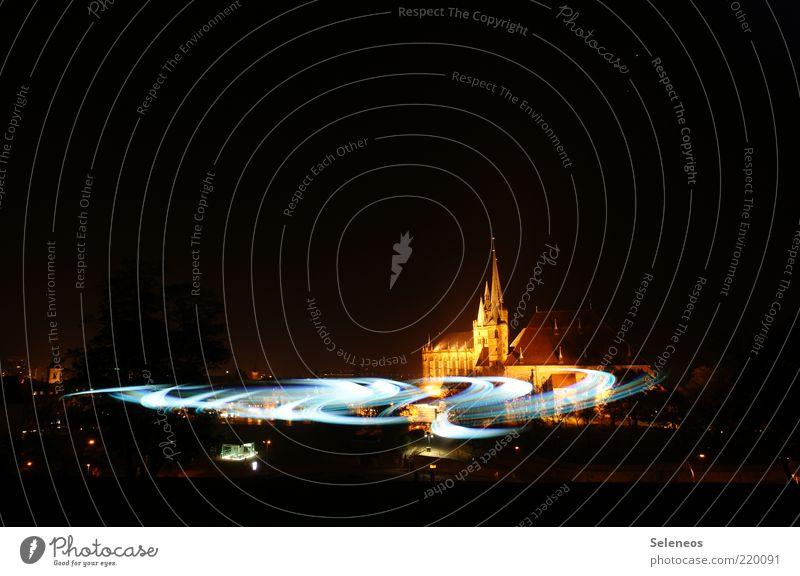 da tut sich ein Universum auf Erfurt Altstadt Kirche Dom Bauwerk Gebäude Sehenswürdigkeit glänzend leuchten Unendlichkeit Licht Taschenlampe Lichterscheinung
