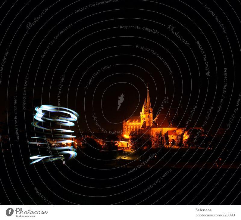 Wirbelsturm Stadt dunkel Gebäude glänzend Kirche leuchten Skyline zeichnen Bauwerk Langzeitbelichtung Dom Lichtspiel Lampe Sehenswürdigkeit Lightshow Altstadt