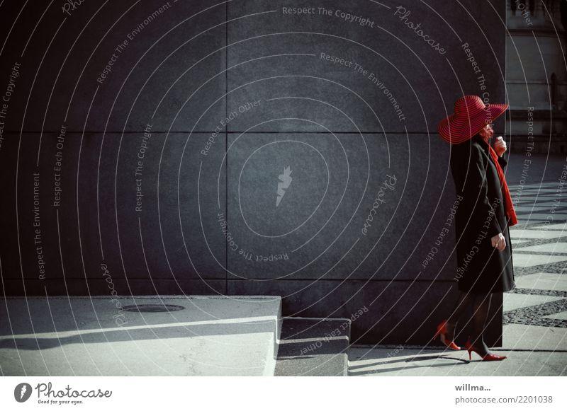rotkappe fernab vom wald | AST10 Frau Mensch dunkel Erwachsene Wand feminin Mauer Treppe Hut Damenschuhe