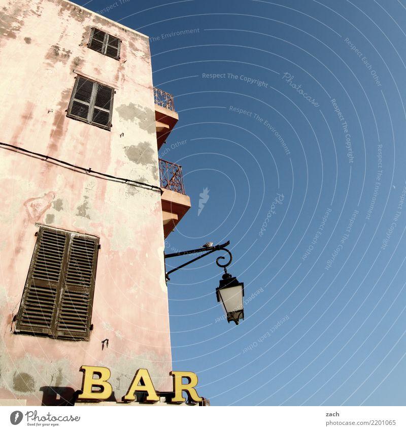 Eckkneipe blau Haus Wand Mauer Schilder & Markierungen trinken Gastronomie Frankreich Dorf Laterne Wein Bier Bar Alkohol Korsika Cocktail