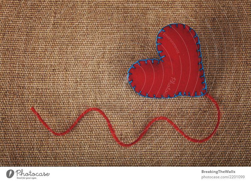 Rotes Filzhandwerk nähte Herz mit Jutefasergarn auf Segeltuch Stil Design Freizeit & Hobby Basteln Handarbeit Valentinstag Muttertag Zeichen Liebe braun rot