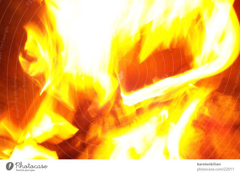 Mitten im Feuer Wärme Holz Brand Feuer Physik brennen Flamme Glut Brandasche Brennholz Rascheln