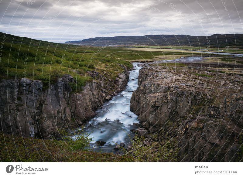 Abfluss Natur Landschaft Pflanze Luft Himmel Wolken Horizont Frühling Wetter Gras Sträucher Felsen Berge u. Gebirge Schlucht Bach Menschenleer natürlich blau