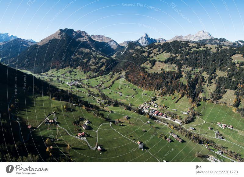Grund bei Gstaad im Herbst Lifestyle Leben Wohlgefühl Erholung ruhig Freizeit & Hobby Ausflug Abenteuer Ferne Freiheit Berge u. Gebirge wandern Sport