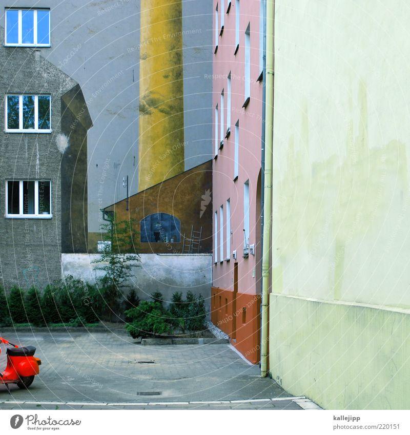 eine stadt die es nicht gibt Stadt Fenster Hochhaus Fassade Industrie Fabrik Sträucher Schornstein Parkplatz Surrealismus Kleinmotorrad Industrieanlage Pflastersteine Wohnsiedlung Dachrinne Kontrast