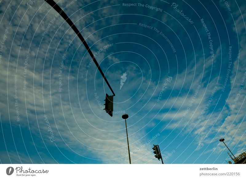 Ampel, Lampe, Ampel, Lampe Himmel Wolken Lampe Beleuchtung Laterne Schönes Wetter Ampel Straßenkreuzung Wege & Pfade Wegkreuzung Signal Regel Textfreiraum Verkehrszeichen Wolkenformation