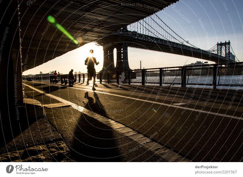 Joggen an der Manhattan Bridge Ferien & Urlaub & Reisen Freude Gefühle Sport Glück Tourismus Freiheit Ausflug Zufriedenheit Lebensfreude laufen Fitness