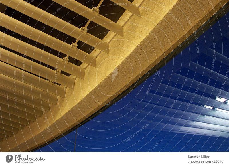 Jalousie(h) Decke Wandverkleidung gelb Abdeckung verdeckt obskur blau Reflexion & Spiegelung oben verkleiden abgehängt Sicheln