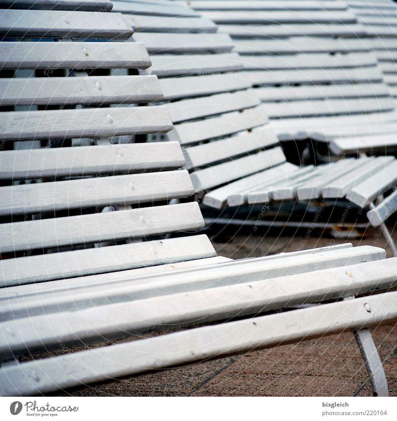 Das Ende der Saison IX weiß ruhig Einsamkeit Holz Deutschland Europa Bank Vergänglichkeit Gelassenheit Ostsee Sitzgelegenheit geduldig Stuhllehne