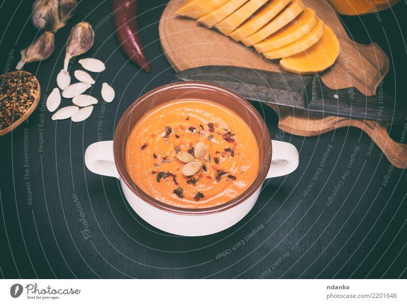 frische Kürbissuppe Speise schwarz Essen gelb Herbst Holz Gesundheitswesen Tisch Kräuter & Gewürze Gemüse Jahreszeiten Ernte heiß Bioprodukte Tradition