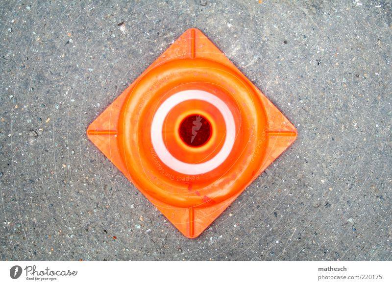 hier nicht Straße grau orange Kreis Asphalt Quadrat Verkehrswege Geometrie Barriere Warnhinweis Symmetrie Hinweis Warnung Verkehrszeichen Verkehrsleitkegel
