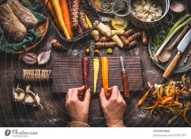 Wurzelgemüse kochen Frau Gesunde Ernährung Hand Gesundheit feminin Stil Lebensmittel Design Häusliches Leben Tisch Kräuter & Gewürze Küche Gemüse Bioprodukte