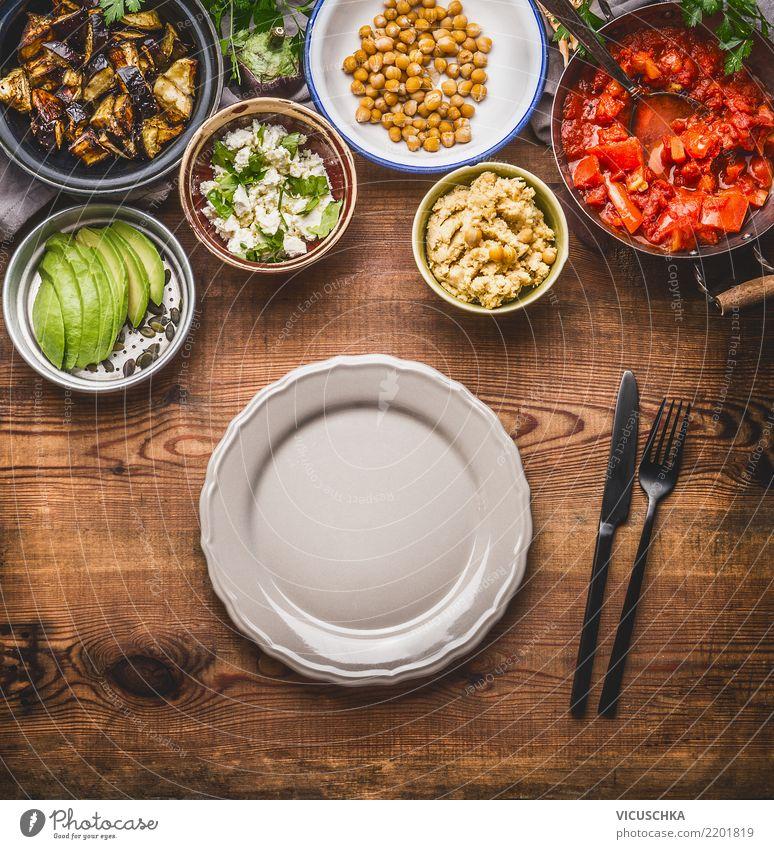 Leerer Teller mit Besteck und salat-Buffet Lebensmittel Gemüse Salat Salatbeilage Ernährung Mittagessen Bioprodukte Vegetarische Ernährung Diät Geschirr Stil