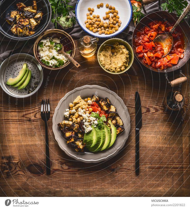 Gesunde vegetarische Mahlzeit Lebensmittel Gemüse Salat Salatbeilage Kräuter & Gewürze Öl Ernährung Mittagessen Büffet Brunch Bioprodukte Vegetarische Ernährung