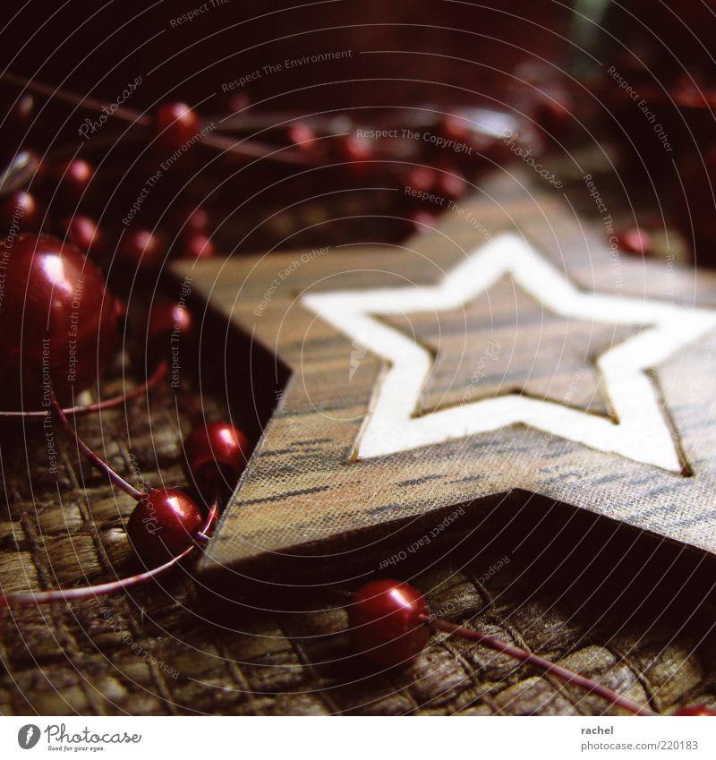 Adventsklassiker Dekoration & Verzierung Kitsch Krimskrams Erwartung Vorfreude Stern Perle Kugel rot Naturmaterial Adventskranz Schmuck gemütlich heimelig
