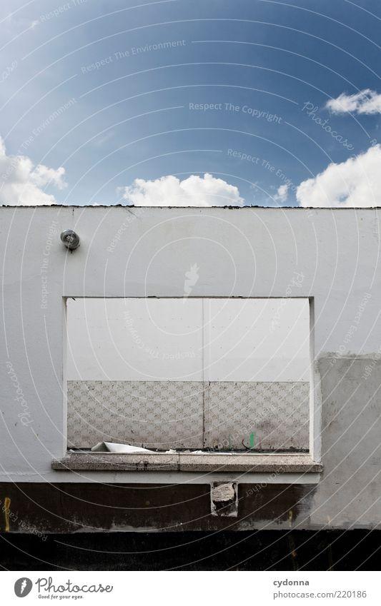 Himmelsdach ruhig Haus Wand Fenster Mauer Umwelt offen Baustelle einzigartig verfallen Verfall Kreativität schäbig skurril Idee