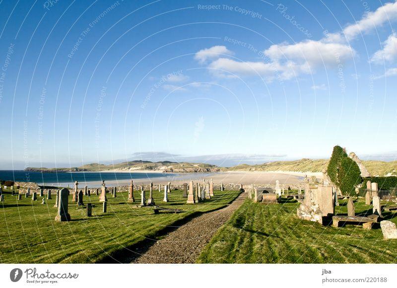 ruhen ruhig Ausflug Ferne Sommer Sommerurlaub Strand Meer Landschaft Urelemente Himmel Schönes Wetter Gras Küste Bucht Schottland Kirche Ruine Friedhof