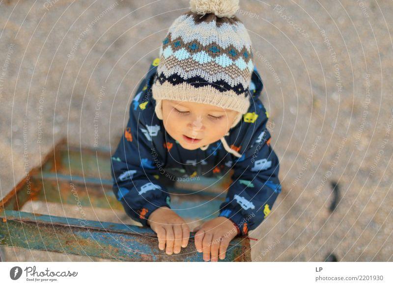 Junger Bergsteiger Kind Mensch Freude Erwachsene Leben Hintergrundbild Senior Gefühle Familie & Verwandtschaft Schule Wachstum Kindheit Erfolg Beginn Abenteuer