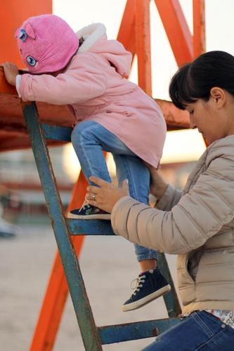 Portion Kind Mensch Mädchen Erwachsene Leben Lifestyle Senior feminin Bewegung Familie & Verwandtschaft Schule Wachstum Kindheit Baby beobachten