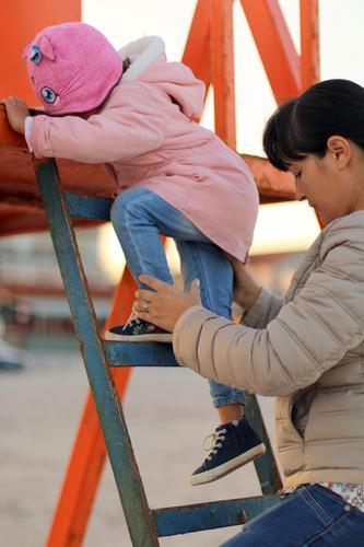 Portion Lifestyle Kindererziehung Bildung Kindergarten Azubi Mensch feminin Baby Kleinkind Mädchen Eltern Erwachsene Mutter Geschwister Großeltern Senior