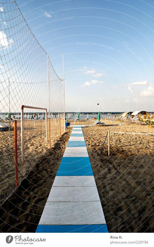 Ein langer Weg... weiß Meer blau Strand Ferien & Urlaub & Reisen Wege & Pfade Sand Tourismus Netz Freizeit & Hobby Steg gestreift Sommerurlaub