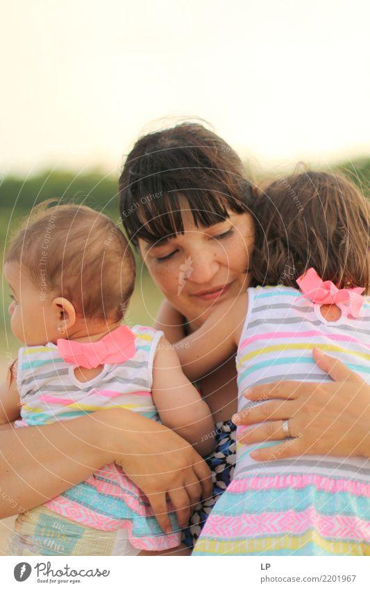 Mutter und Töchter Lifestyle Wellness Leben harmonisch Wohlgefühl Zufriedenheit Sinnesorgane Muttertag Mensch feminin Kind Baby Kleinkind Frau Erwachsene Eltern
