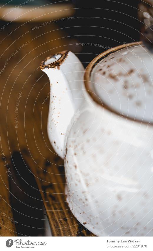 Teezeit Getränk Kaffee Topf Lifestyle Erholung Tisch Holz heiß retro braun grün schwarz weiß Warmherzigkeit Liebe Tradition Teekanne trinken Keramik