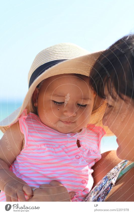 Stefi und Mutter Kind Mensch Erholung ruhig Freude Erwachsene Leben Lifestyle Hintergrundbild Gefühle Familie & Verwandtschaft Zufriedenheit Kindheit Lächeln