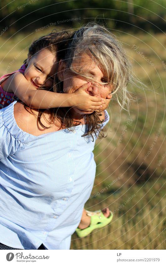 Ruhe bitte Kind Mensch ruhig Freude Erwachsene Leben Lifestyle lustig Hintergrundbild Senior Gefühle feminin Familie & Verwandtschaft Zufriedenheit Kindheit