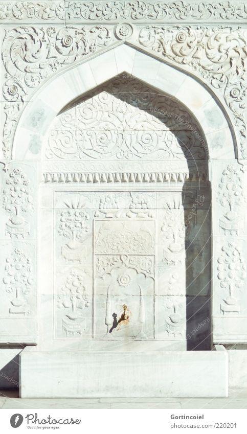 Brunnen hell Architektur Fassade historisch Ornament Bogen Wasserhahn Bildausschnitt Bildhauerei Naher und Mittlerer Osten ornamental Wasserstelle