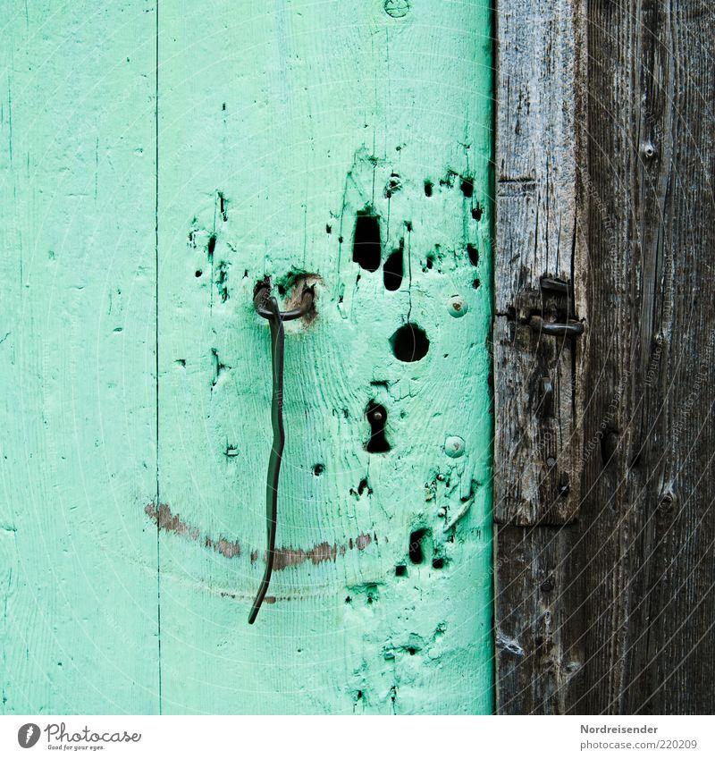 ;-) alt grün Metall Tür offen Vergangenheit Schloss grinsen Loch skurril Lächeln Haken Smiley Türschloss Verschluss