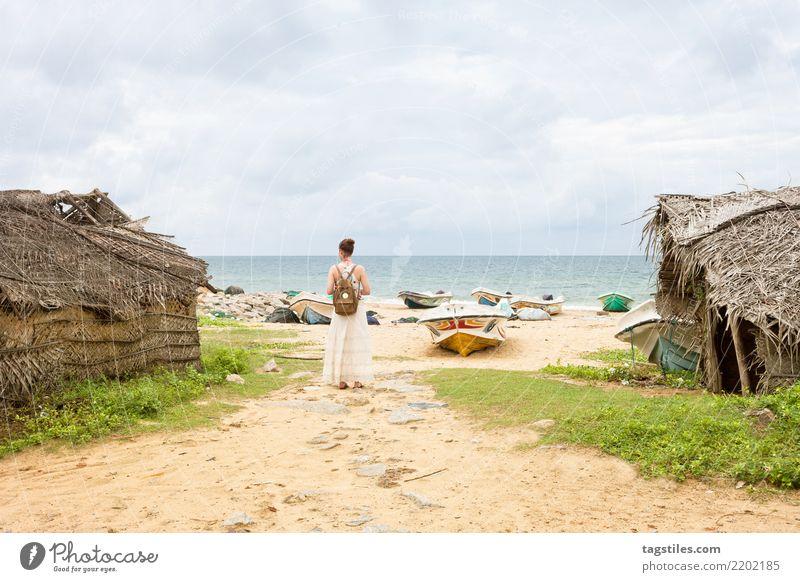 Frau in Talawilas Fischerdorf, Sri Lanka Natur Ferien & Urlaub & Reisen Sommer Wasser Sonne Landschaft Meer Erholung Strand Küste Tourismus Freiheit Sand Idylle
