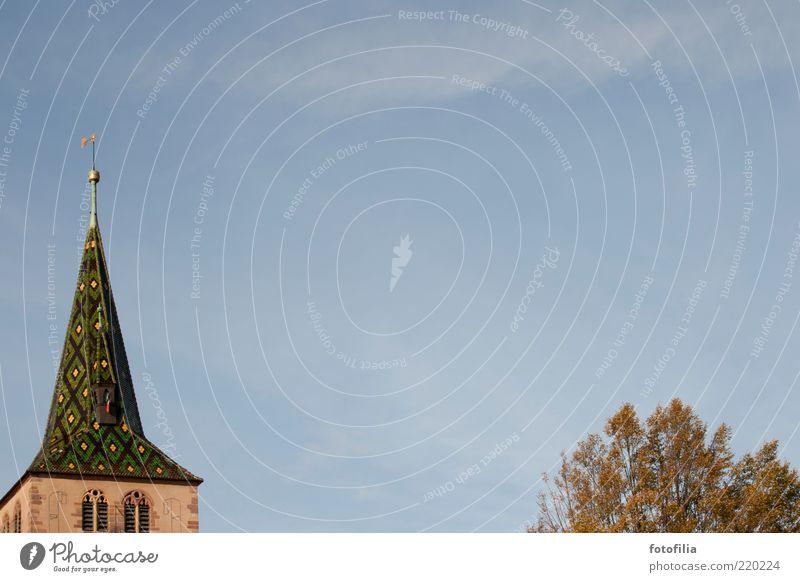 spitze und wipfel Natur Himmel Baum Ferien & Urlaub & Reisen Wolken Fenster Freiheit Religion & Glaube Architektur Umwelt Ausflug Kirche Dach Dorf Bauwerk