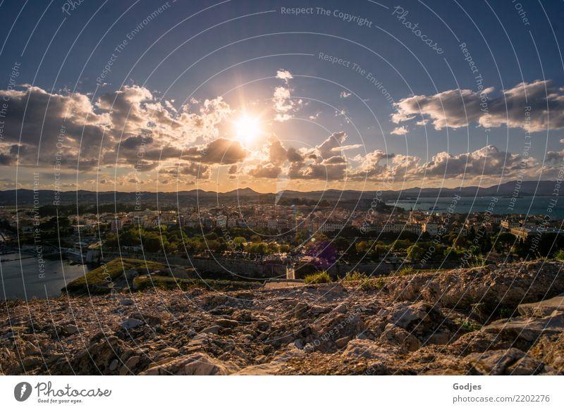 Blick auf Kérkira, Korfu Himmel Ferien & Urlaub & Reisen Sommer Wasser Sonne Baum Landschaft Erholung Haus Wolken Berge u. Gebirge Wand Küste Mauer Tourismus