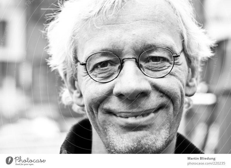 [HH10.1] Die Zeit heilt alle Wunden Gesicht Mensch maskulin Mann Erwachsene Leben 45-60 Jahre Brille alt genießen Lächeln Blick authentisch Coolness einfach