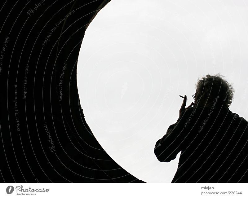 Smokey Moon |Wasting Time Mensch Mann Erwachsene Erholung Fenster hell warten maskulin Kreis stehen Pause Rauchen Krankheit Gelassenheit Tunnel Mond