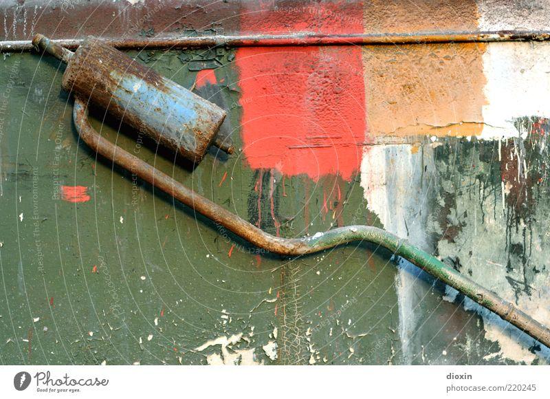 THIS IS ART AND YOU SUCK! alt Farbe Wand Mauer Kunst Müll trashig Rost Eisenrohr Skulptur Recycling Kunstwerk Schrott Anstrich Auspuff Subkultur