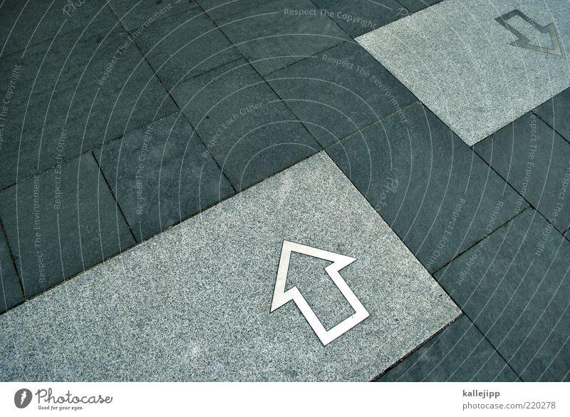 S21 Zeichen Pfeil oben unten gegen Richtung Orientierung Navigation Stein Steinplatten stimmen Farbfoto Gedeckte Farben Außenaufnahme Reflexion & Spiegelung