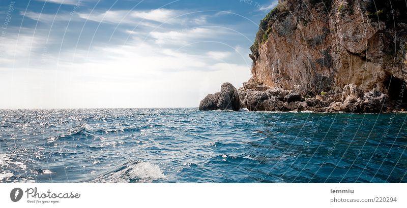 Ganz viel Wasser Ferien & Urlaub & Reisen Sommer Meer Wellen Berge u. Gebirge Landschaft Wolken Horizont Schönes Wetter Felsen Küste See Stein Sauberkeit blau