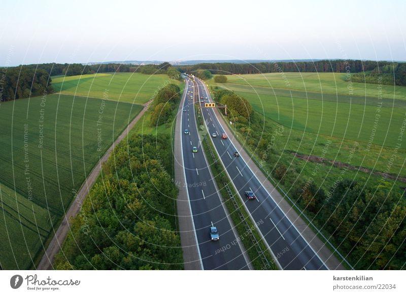 Fernfahrer Ferien & Urlaub & Reisen Ferne PKW Verkehr Geschwindigkeit fahren Aussicht Autobahn Eile überholen Fernfahrer Hochgeschwindigkeit