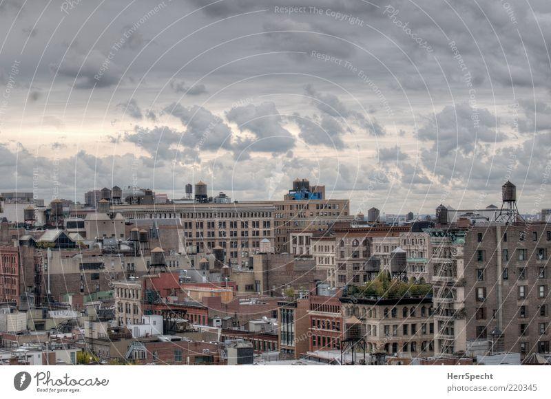 Soho view Wolken New York City Manhattan Skyline Stadt braun grau HDR Wolkenhimmel Wolkenformation Dach Zisterne Überblick Stimmung Farbfoto Außenaufnahme