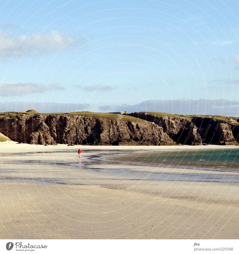 spatzieren Mensch Natur Wasser Meer Sommer Winter Strand Ferien & Urlaub & Reisen ruhig Einsamkeit Ferne Freiheit Stein Sand Landschaft Zufriedenheit