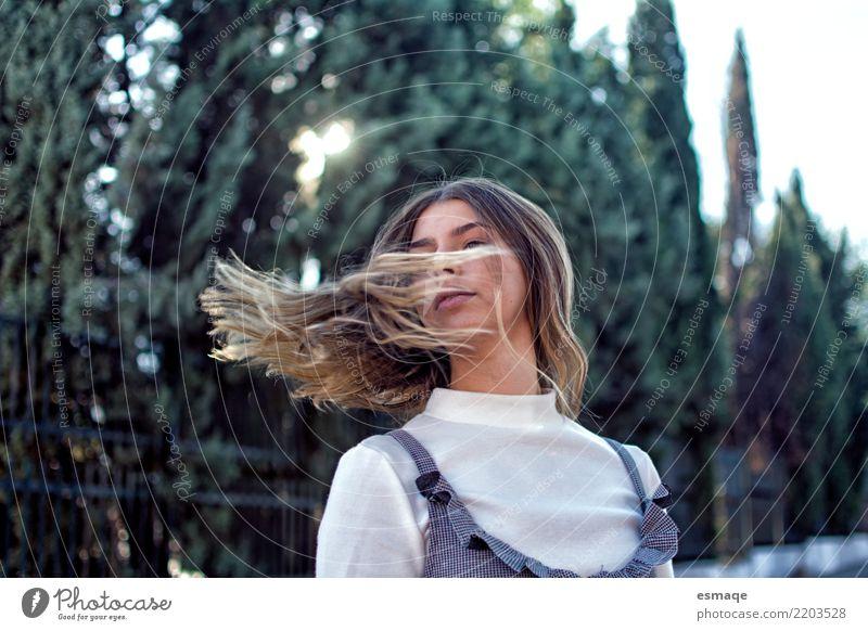 Portrait Hoffnung Mädchen Lifestyle elegant Stil Design Freude schön Haare & Frisuren Gesundheit Wellness Leben Mensch feminin Junge Frau Jugendliche