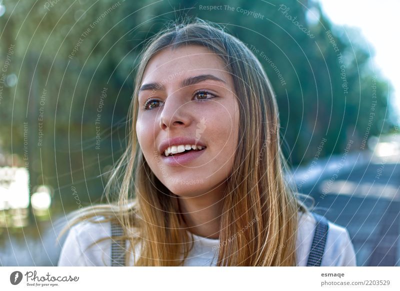 Gesicht Mädchen schön ruhig Freude Leben Lifestyle Gefühle feminin Glück außergewöhnlich retro authentisch Fröhlichkeit Abenteuer Neugier Wellness harmonisch