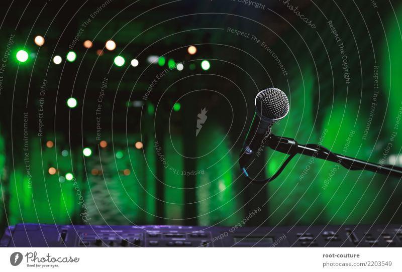 Fokus on the Microphone Entertainment Party Veranstaltung Musik Club Disco Musik hören Konzert Bühne Keyboard Medien Feste & Feiern grün erleben Mikrofon