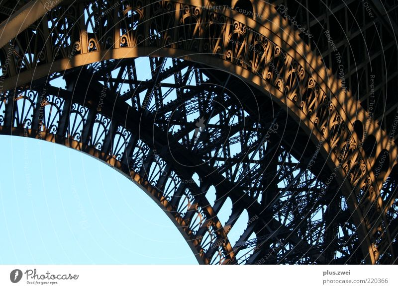 la tour eiffel schön Architektur ästhetisch Turm historisch Konstruktion Bogen Anschnitt Bildausschnitt Bekanntheit Sehenswürdigkeit Tour d'Eiffel Paris